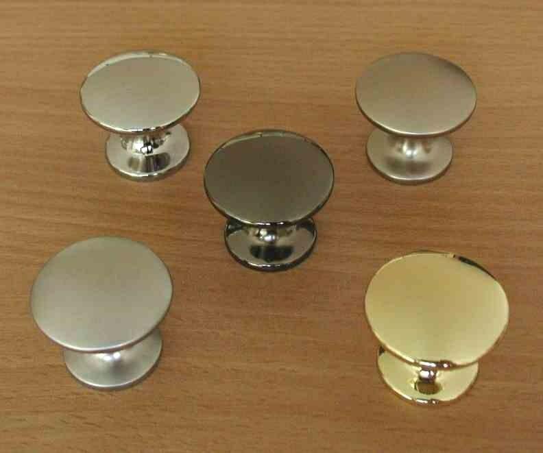 63572 - CLAREN knopka 29,5mm mosaz lesklá 62